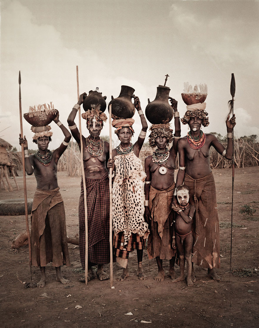 Stunning Portraits Of The World's Remotest Tribes 39