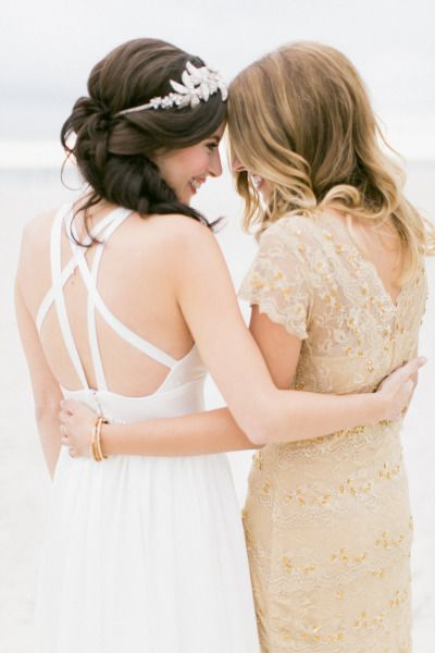 6 Reasons To Why You And Your Friend Should Plan Your Wedding Around The Same Time!!