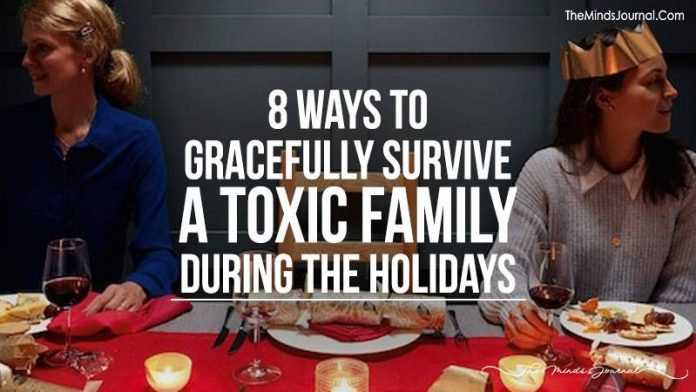 8 Ways To Gracefully Survive A Toxic Family During The Holidays