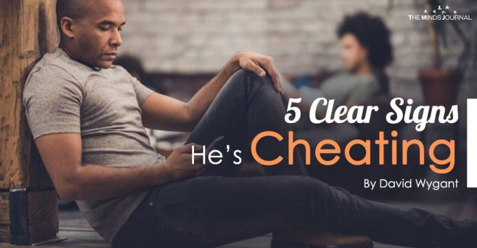 5 Clear Signs He's Cheating On You